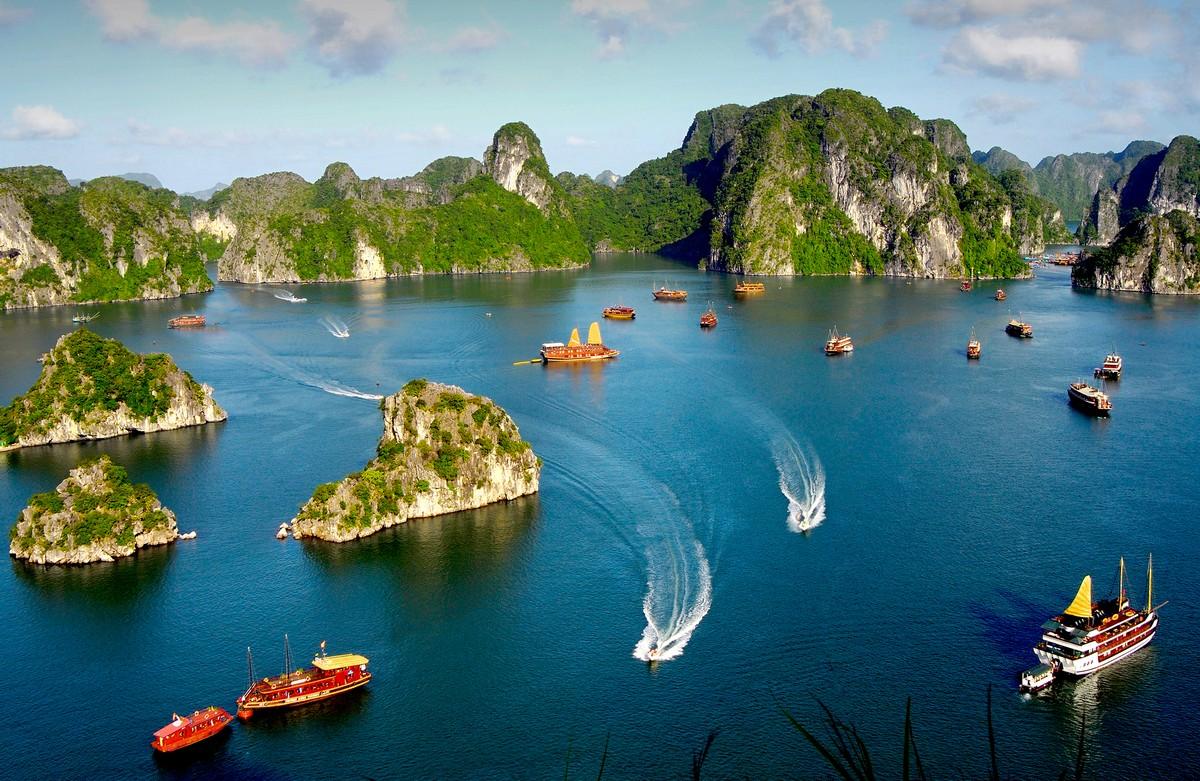 Với những lợi thế sở hữu Kỳ quan thiên nhiên và phát triển du lịch,Hạ Long đang dần thu hút đầu tư